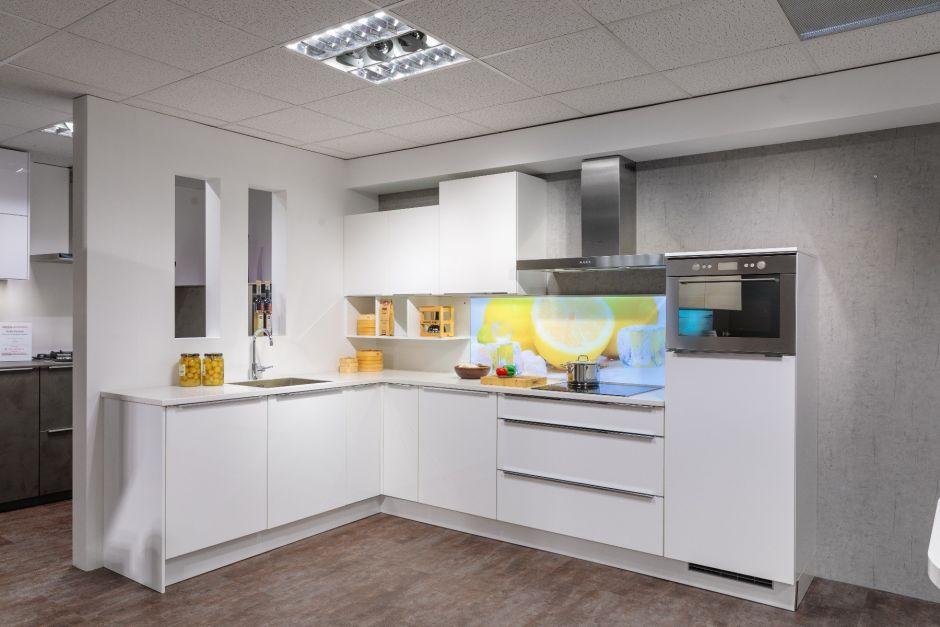 Moderne keuken hoogglans in hoekopstelling