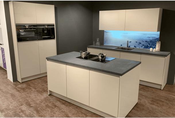 Moderne keuken met eiland en Bora kookplaat + afzuigsysteem