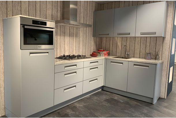 Moderne keuken hoekopstelling met composiet stenen werkblad