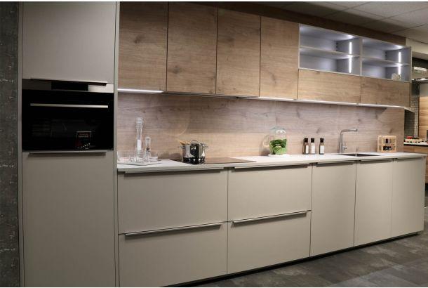 Moderne keuken met AEG inbouwapparatuur