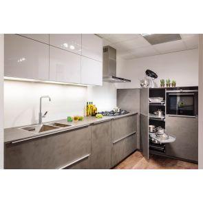 Moderne-keuken-beton-en-wit-hoogglans-Nolte-met-inbouwapparatuur