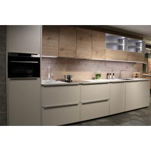 Moderne-keuken-met-AEG-inbouwapparatuur