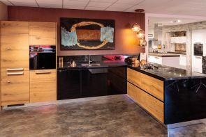 Luxe industriële keuken hoekopstelling met strak moderne accenten