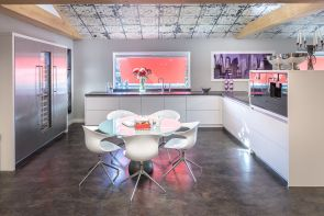 Moderne keuken met luxe inbouwapparatuur