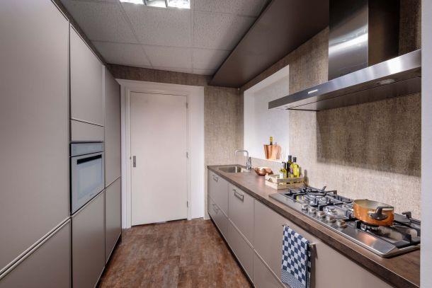 Moderne keuken met klassiek karakter en inbouwapparatuur