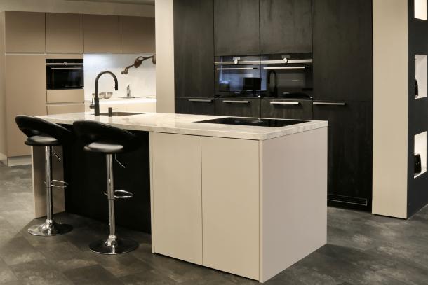 Moderne keuken met eiland en Bora Pure systeem