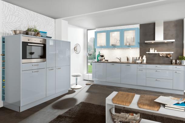 Moderne keuken Nolte met kastenwand