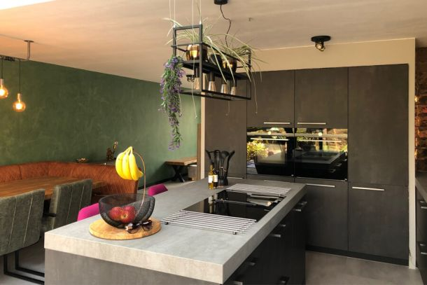 Moderne keuken met eiland (familie Orgers)