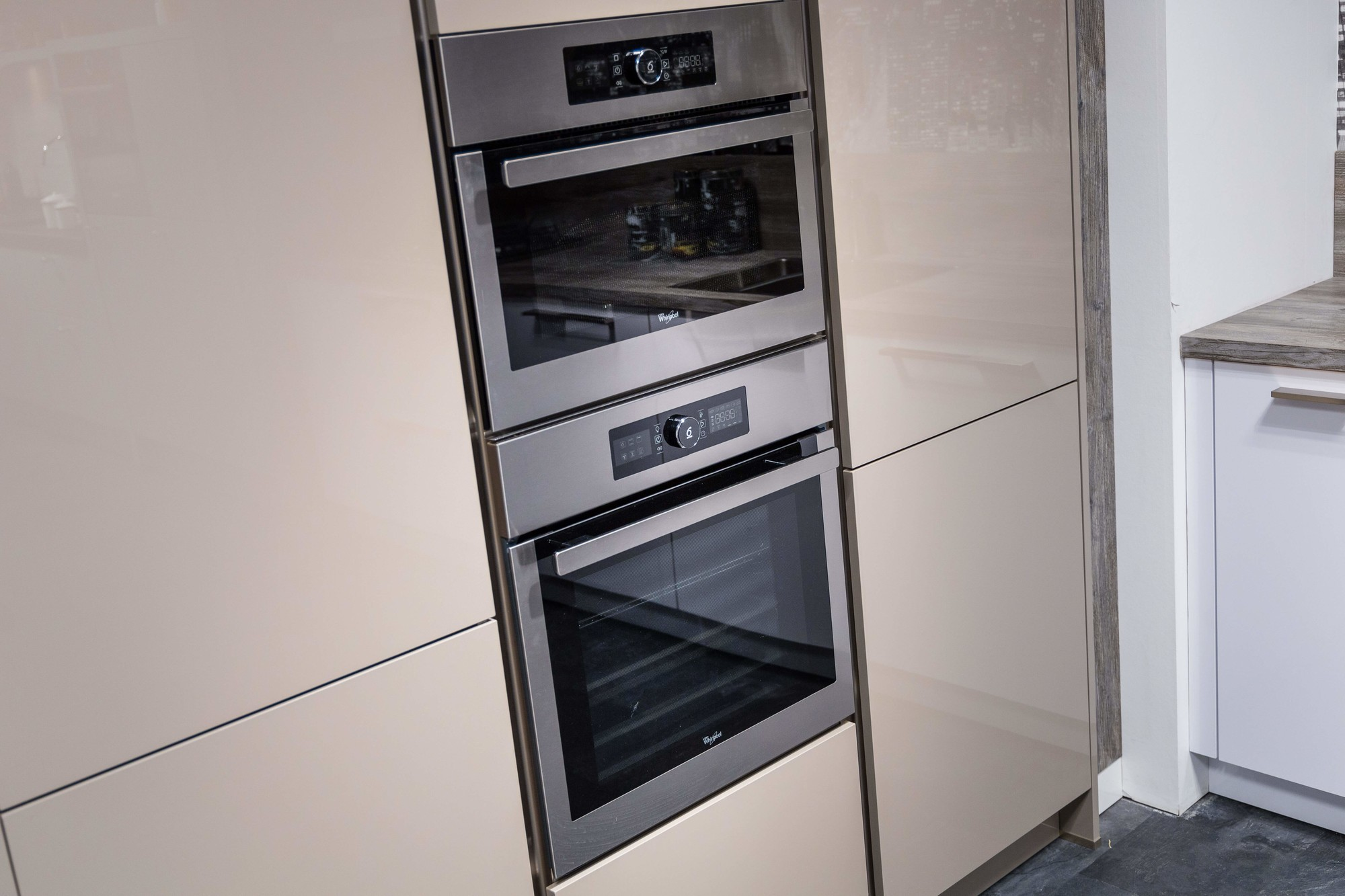Moderne Keuken Met Inbouwapparatuur En Kastenwand Budgetplan